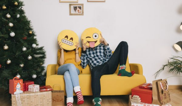 couple-on-couch-with-emoticons_23-2147717850